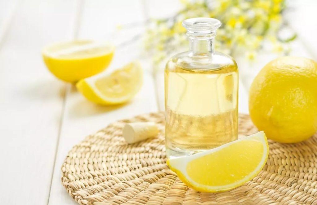 Лимон от прыщей - на лице, помогает ли, сок, масло, маска