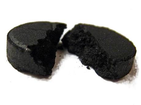 Активированный уголь от прыщей - на лице, внутрь, наружно, маски