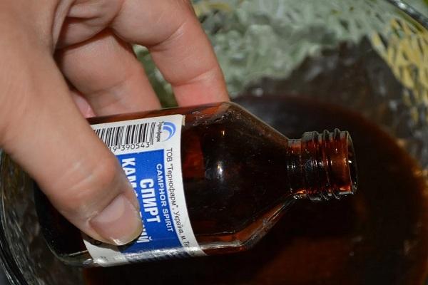 Применение камфорного спирта от угрей