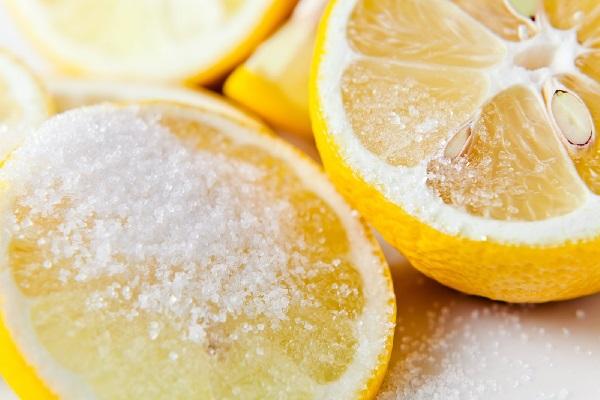 Лимон и соль