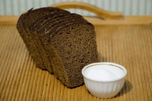 Черный хлеб и соль