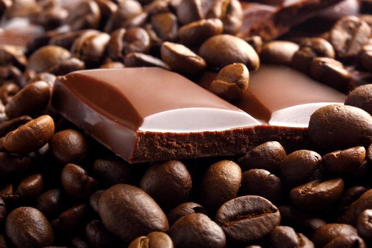 Шоколад и зерна кофе