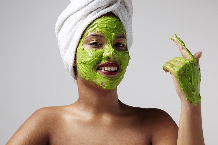 Зеленая отбеливающая маска